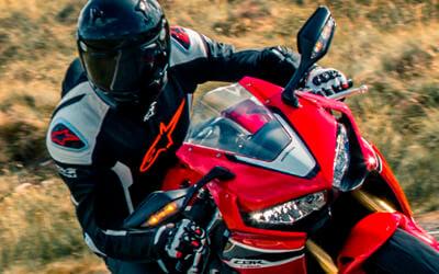Alpinestars. Equipamiento para motociclistas